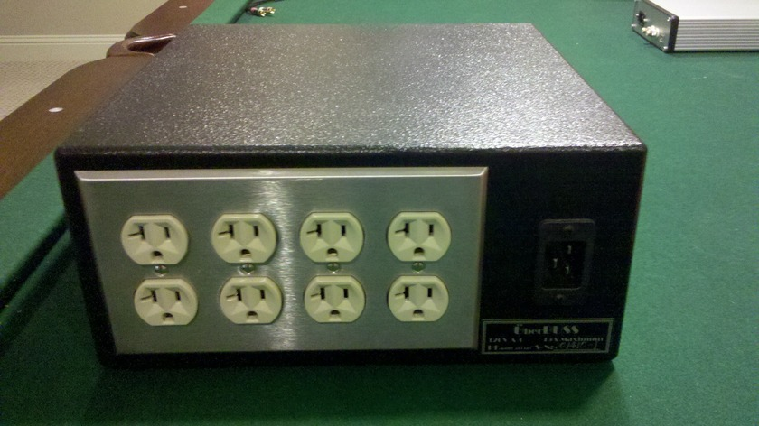 PI Audio Uberbuss-Shipping included! 8 outlet + power cord