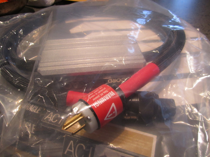 MIT ORACLE AC1 2m 15a Power Cable as new