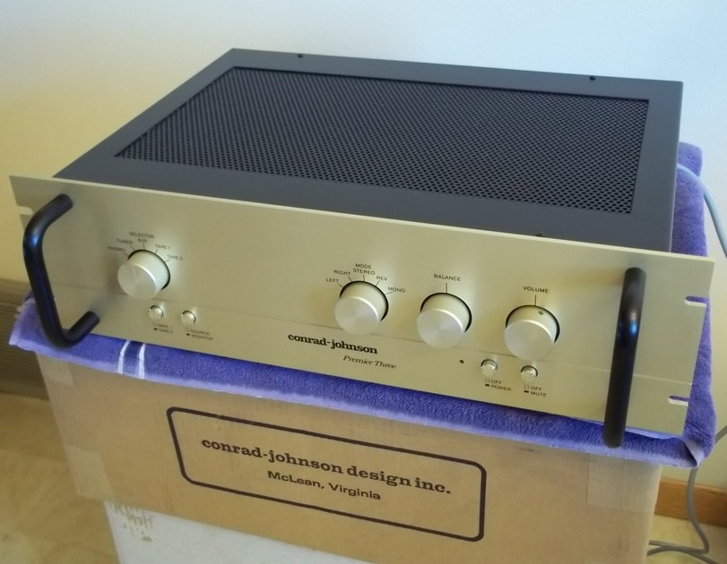 Conrad Johnson Premier 3  tube preamplifier excellent condition with box