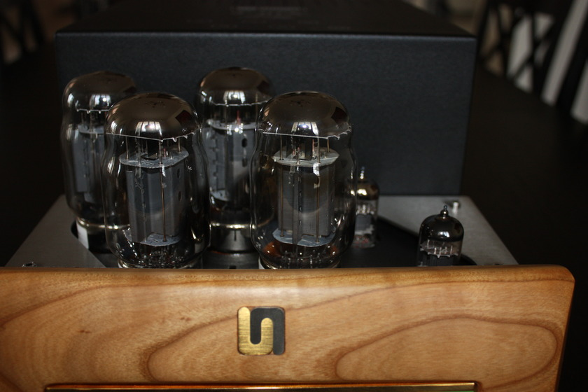 UNISON RESEARCH P30K MINT WITH BRAND NEW TUBES