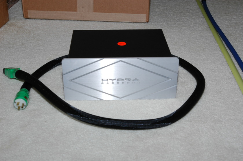 Shunyata Hydra 8 and Shunyata powercord Python Helix Alpha 1.8 metter 20A