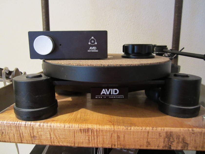 Avid Diva 2  Turntable with Tone Arm and Cable