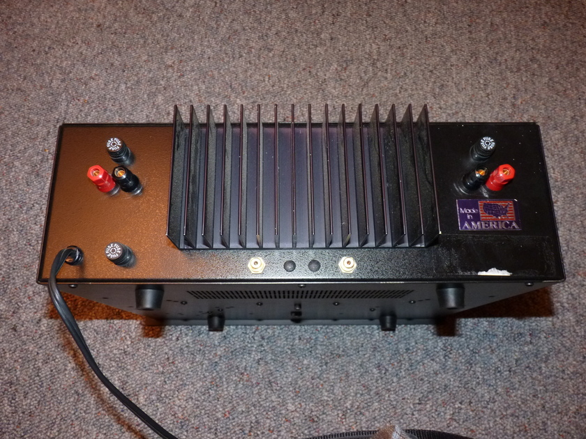 B&K ST-140 Power Amplifier, 105 watts per channel, a classic with plenty of reserves!