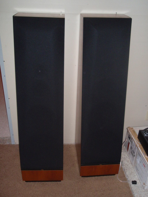 BEAUTIFUL AUDIOPHILE THIEL CS 3.6'S IN RARE CHERRY WOOD VERY LITTLE USE! RETAIL =$4500! BEST SPEAKER FOR THE $$!!