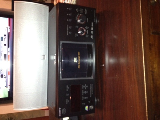 Sony 400 Disc SACD/DVD/CD DVP CX 985 includes remote