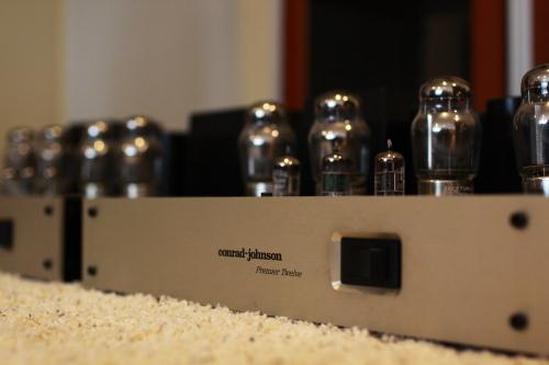 Conrad-Johnson Premier 12A mono block amplifier