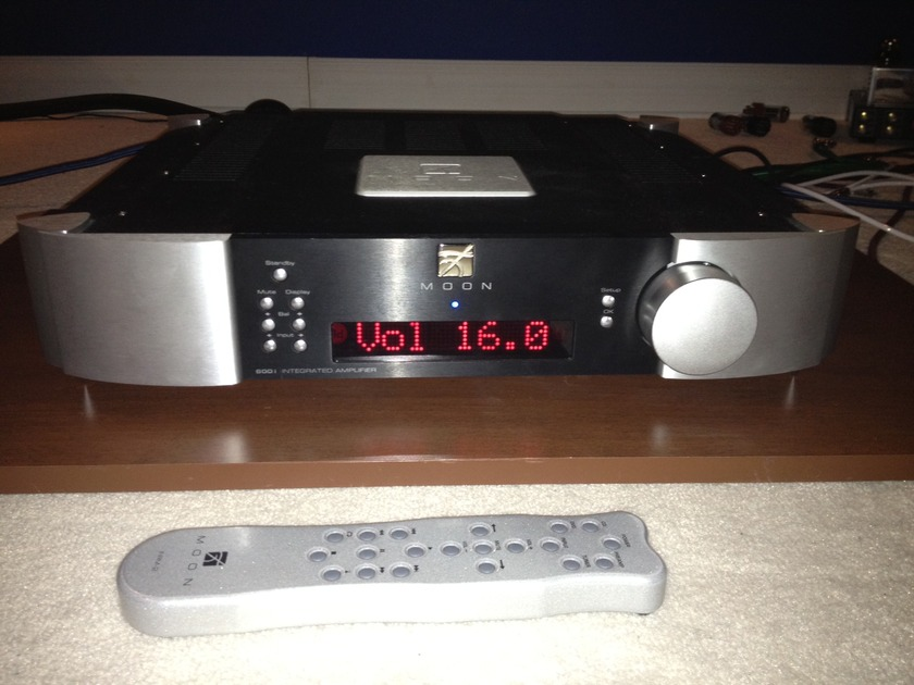 simaudio Integrated Amplifier moon 600i   black And silver (in mint condition)