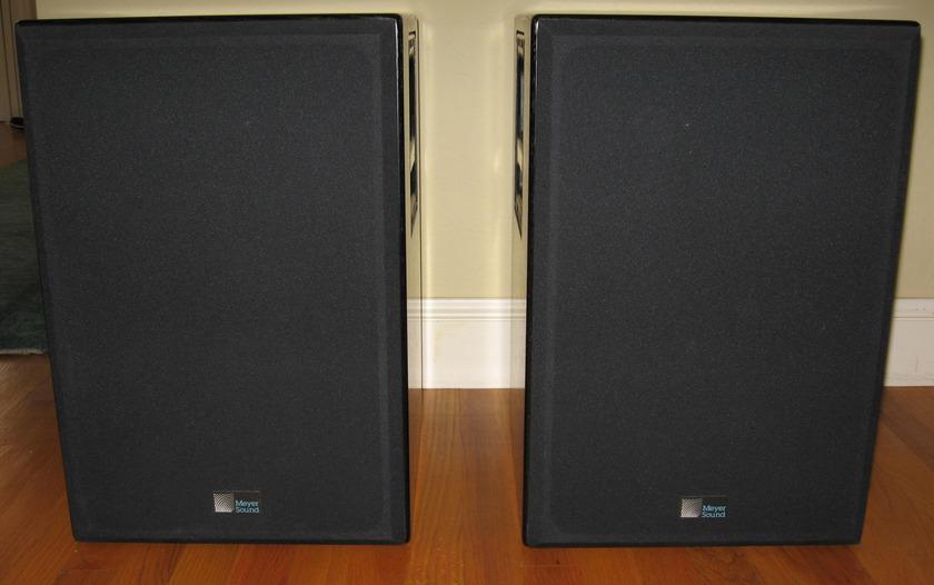Meyer Sound Laboratories, Inc. HD-2w PAIR HD-2w SELF-POWERED HIGH-DEFINITION MID-FIELD MONITORS