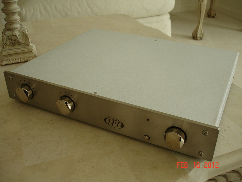 LFD LE III w/Phono Excellent w/packaging