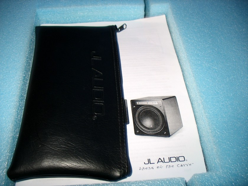 JL Audio  f112 Subwoofer, good condition,  factory mic kit and packaging