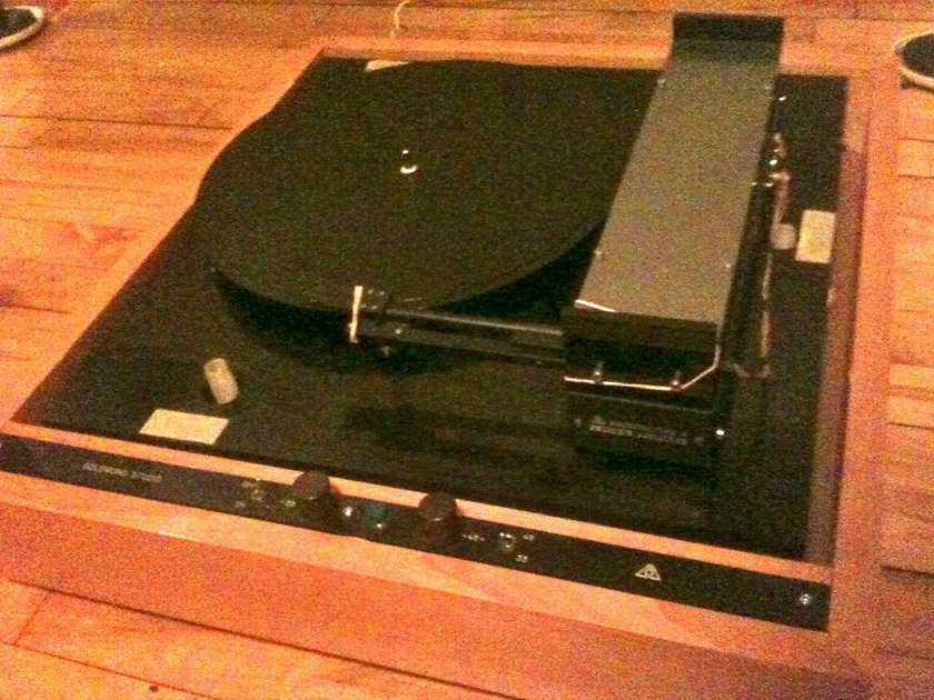 Goldmund T3 Linear Tonearm  From Goldmund studio Turntable  no controler