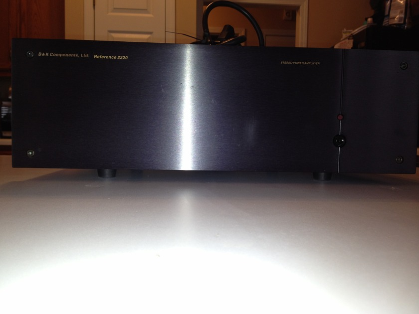 B&K  Reference 2220 2 Channel Amp