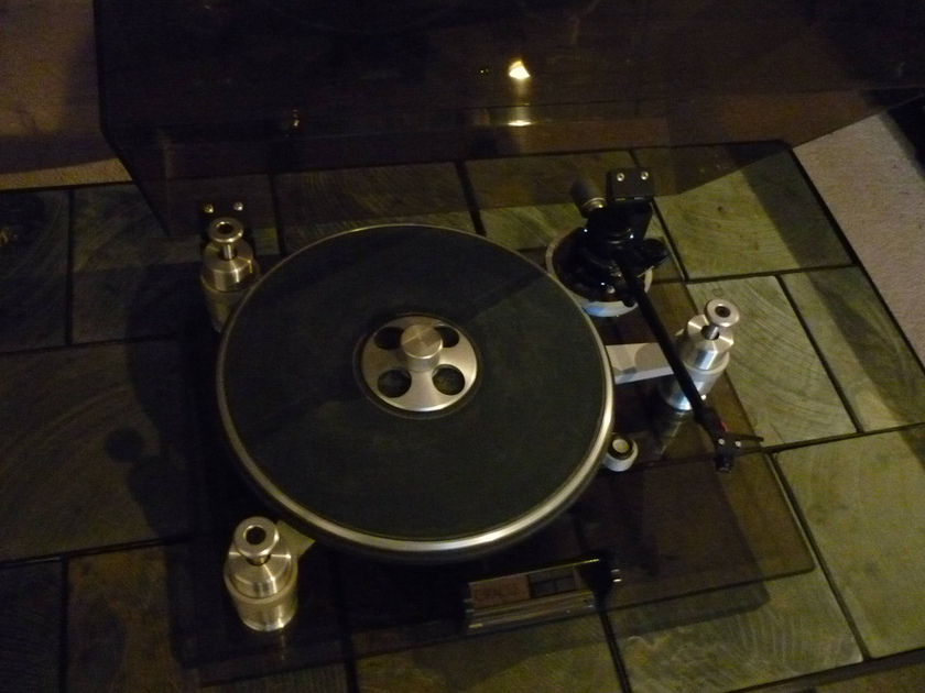 Oracle Delphi turntable  Mk I with Audioquest PT-6 arm   new Grado Gold cartridge