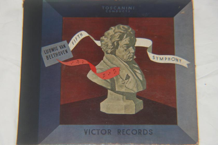 Toscanini - Ludwig Van Beethoven Symphony No. 5 Victor DM 640