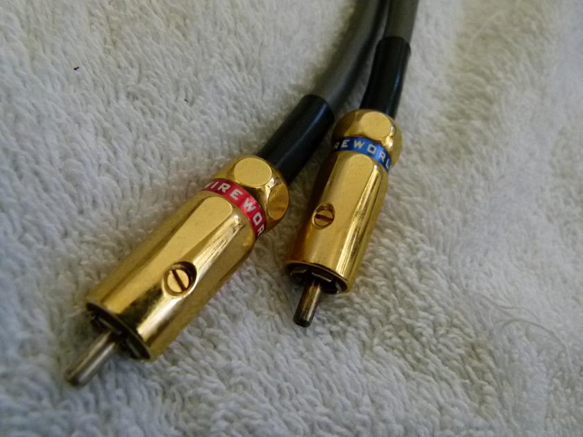 Wireworld Equinox 5.2 Interconnect Equinox 5 Squared 1/2 meter  Gray color, Gold screw RCA Jacks