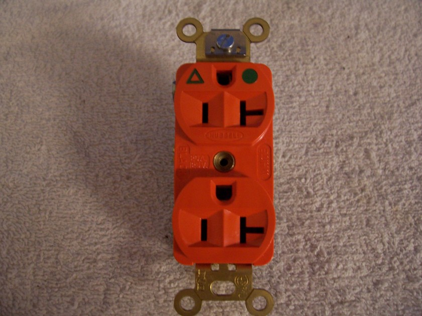 Hubbell 8300IG Duplex Outlet Isolated Ground