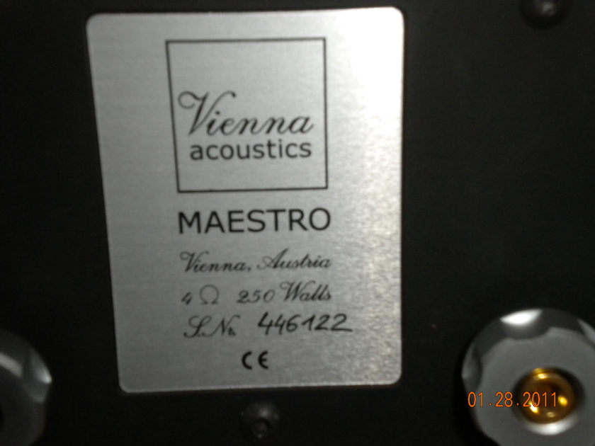 Vienna Acoustic Maestro Grand Maple finish