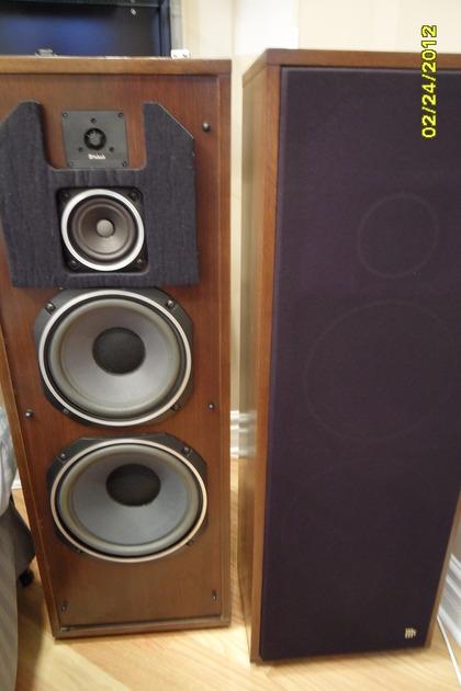 McIntosh XR1051 speakers