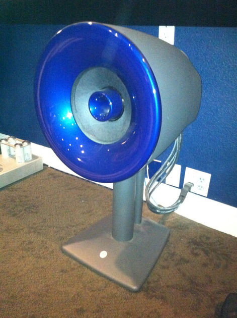 5 Avantgarde Solo speakers Active Full range with mounts and  center channel stand- Perfect
