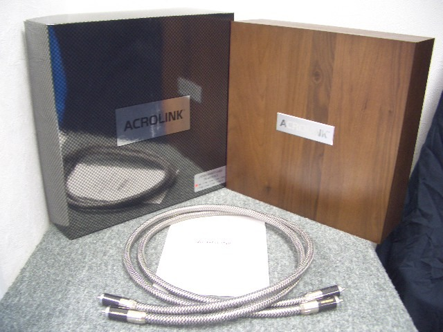 Acrolink 7N-A2070 For sale is a pair of very nice Acrolink 7N-A2070 RCA interconnect cable, 1M