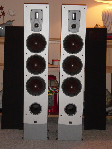 DALI IKON 7 Tower Speakers Like new, less that 10 hours use!