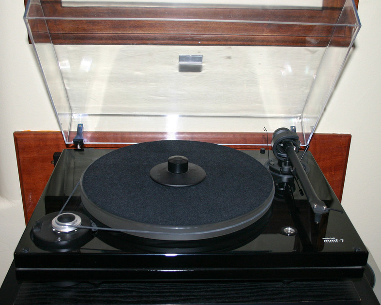 Misic Hall MMF-7 Turntable with Cartridge