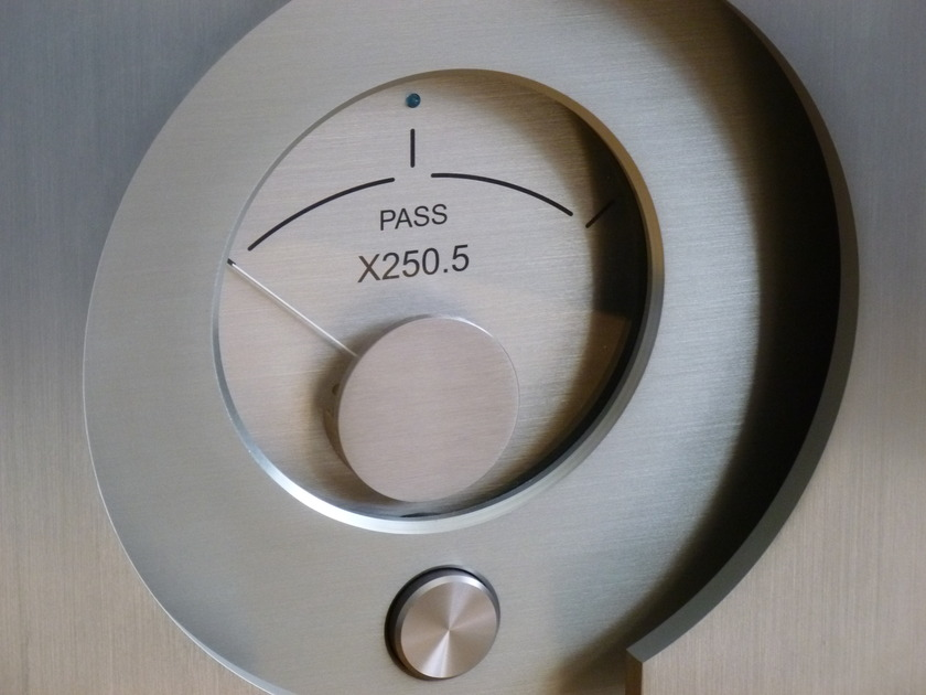 PASS LABS X-250.5 STEREO AMPLIFIER  SUBERB SONICS AND CONDITION....... PRICED TO SELL......
