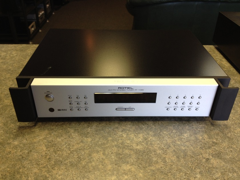 Rotel RT-1080 Silver Faceplate AM/FM Stereo Tuner.