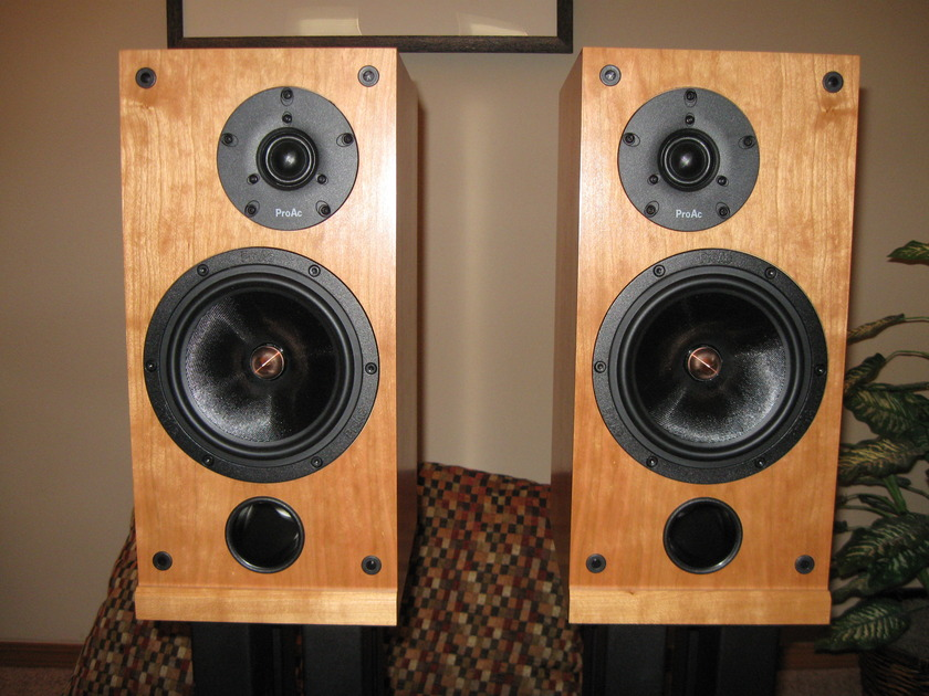 Proac Response D Two Standmount Speakers