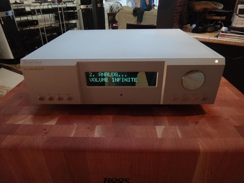 Boulder  1010  Reference Preamp w/Phono