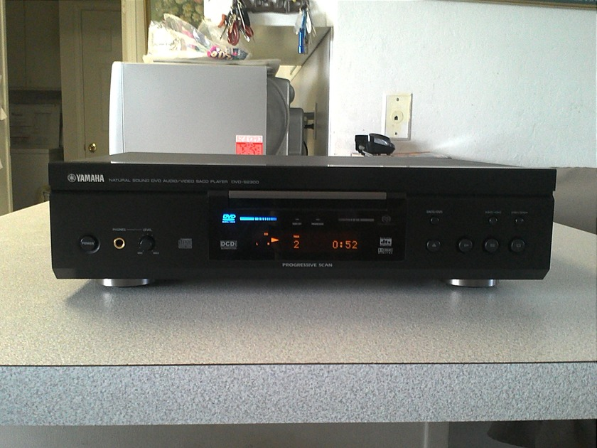 Yamaha  DVD-S2300 Universal Player