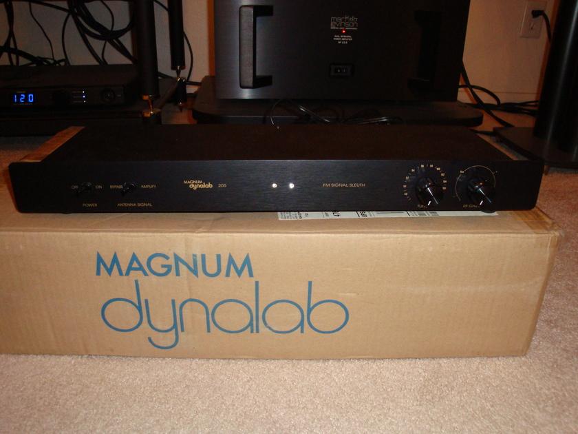 Magnum Dynalab  Signal Sleuth 205 MINT