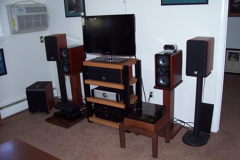 Timbernation  Hi-End Audio  Stereo Rack     Maple Shelves  Teak Stain with Black Post