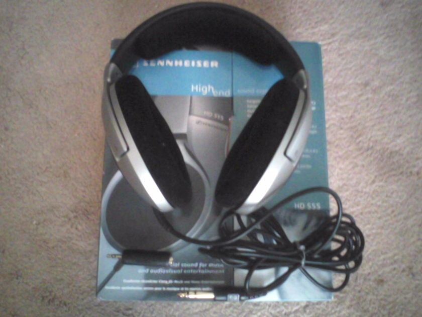 Sennheiser HD 555 Ships with original box