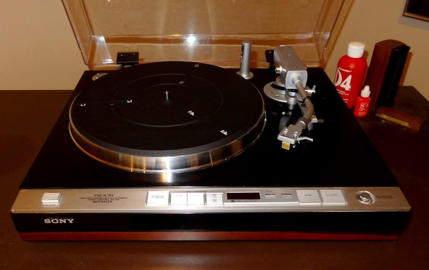 Sony PS-X75 Biotracer Turntable with Sumiko Pearl Cartridge