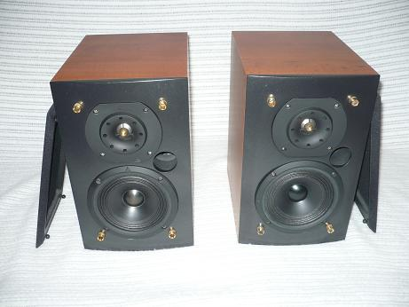 Triangle Acoustics Titus 202 Excellent Value, Like New