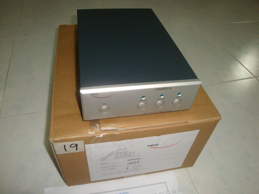 Weiss Minerva 24 Bit 192 Khz with Volume Control and Firewire like new (230v)