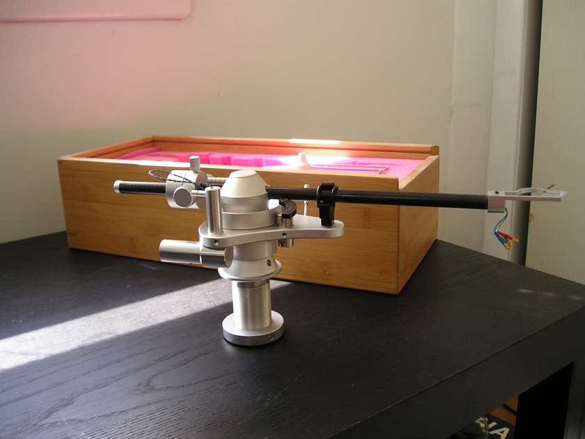 Coloratura Uni-Pivot Tonearm with Silicone Damping and DIN to RCA Cable