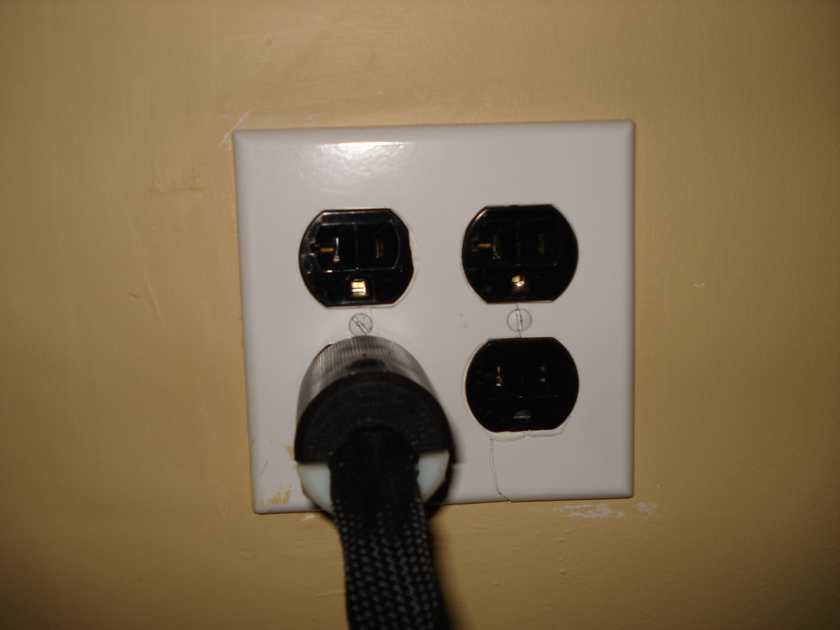 Maestro Power Outlet 20A Version
