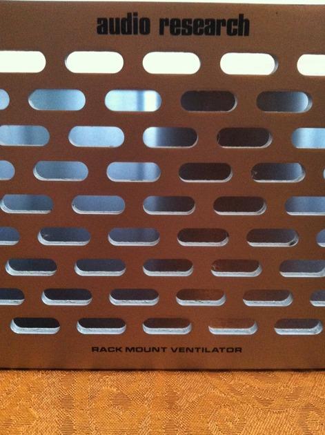 AUDIO RESEARCH Rack Mount Ventilator (RMV-3) two total