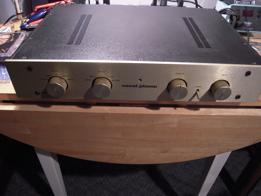 Conrad Johnson PV12L w/original box and manual
