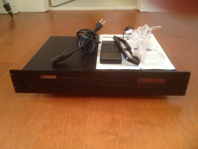 Parasound T/DQ 1600 Broadcast Reference Tuner
