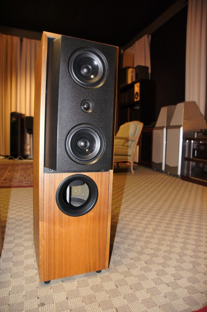 Kef 104/2 Mint Condition one owner
