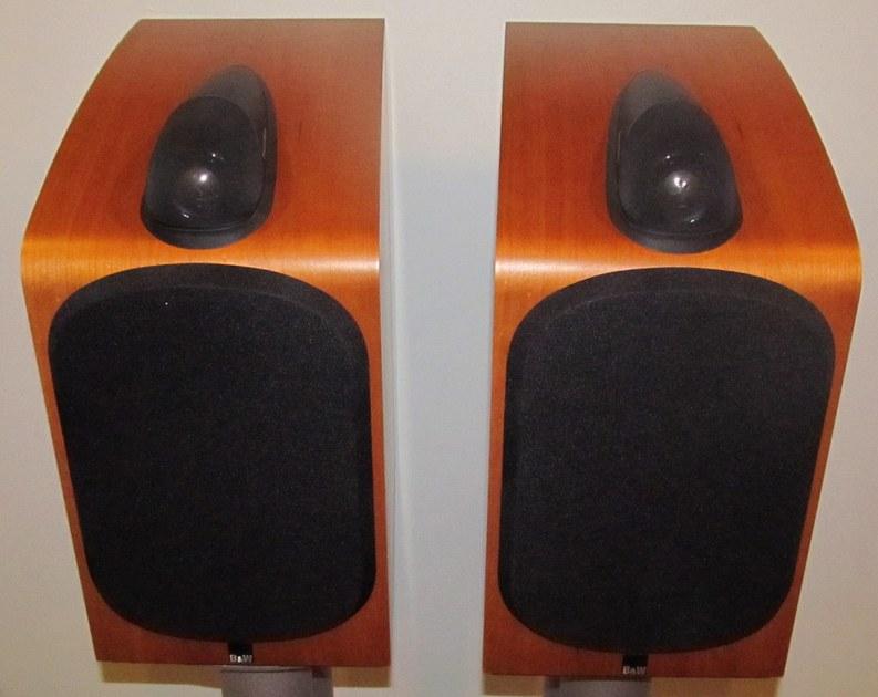 B&W Bowers & Wilkins 705 Monitor speakers Cherry, nice