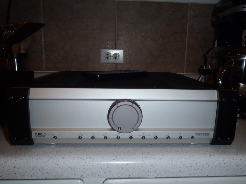 Musical Fidelity  A1008  250wpc 2 pc Integrated amp