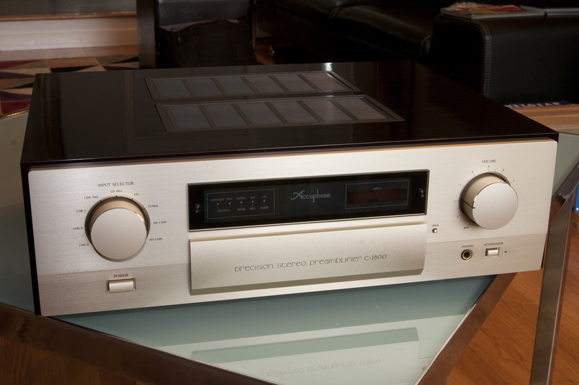 Accuphase C-2800 With Phono