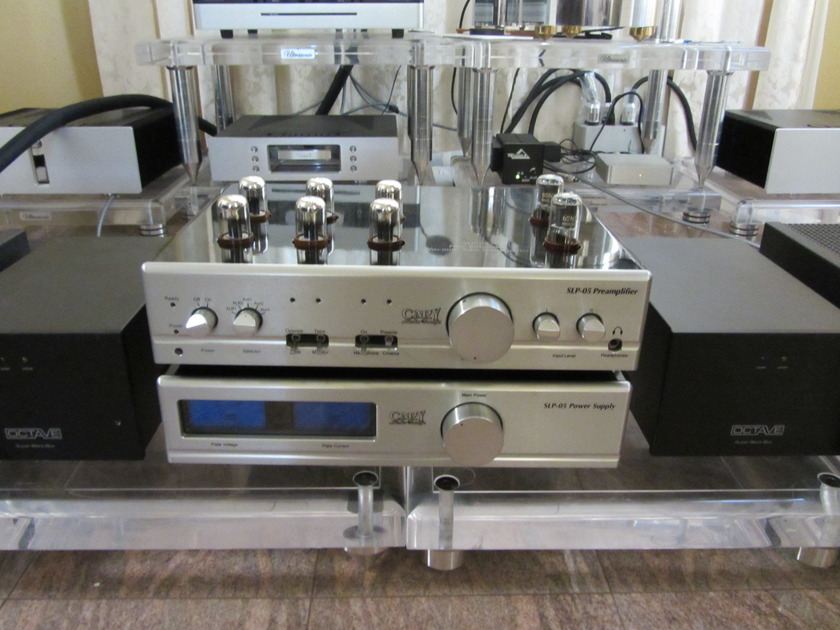 CARY SLP-05 TUBE PREAMPLIFIER IN SILVER COLOR ( ONE OWNER AND MINT. CONDITION)