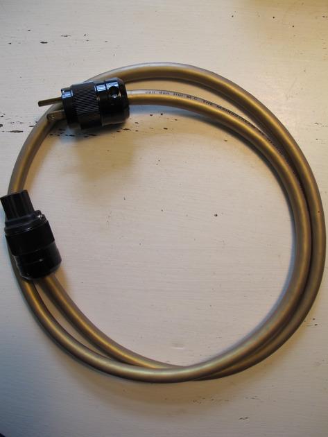Van Den Hul Mainsstream BS Hybrid Power Cord