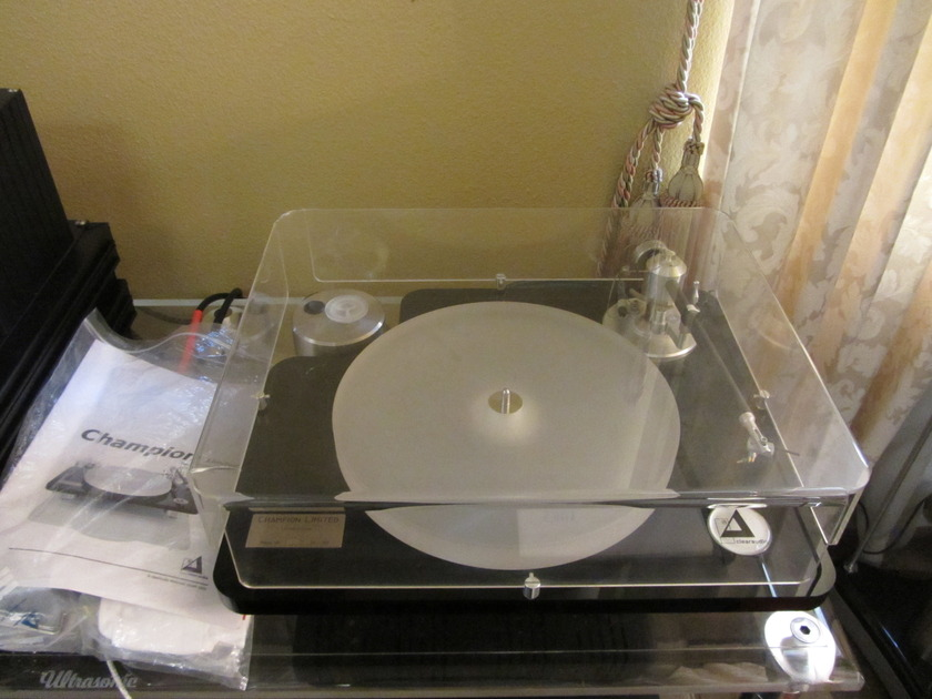 CLEARAUDIO CHAMPION LIMITED EDITION WITH Unify tonearm and Dust cover ( All included )