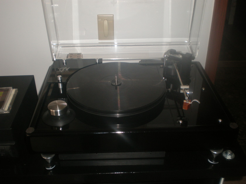 VPI and Well Tempered HW 19 III with WT Classic Tonearm Piano Black finish with SAMA